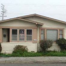 437 Lincoln Street. Built between 1915-1925. Style: Bungalow