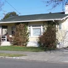 425 Lincoln Street. Built between 1915-1923. Style: Bungalow.