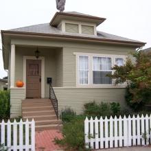639 B Street. Built between 1908-12. Style: Colonial Revival. Remodeled in last 10 years.